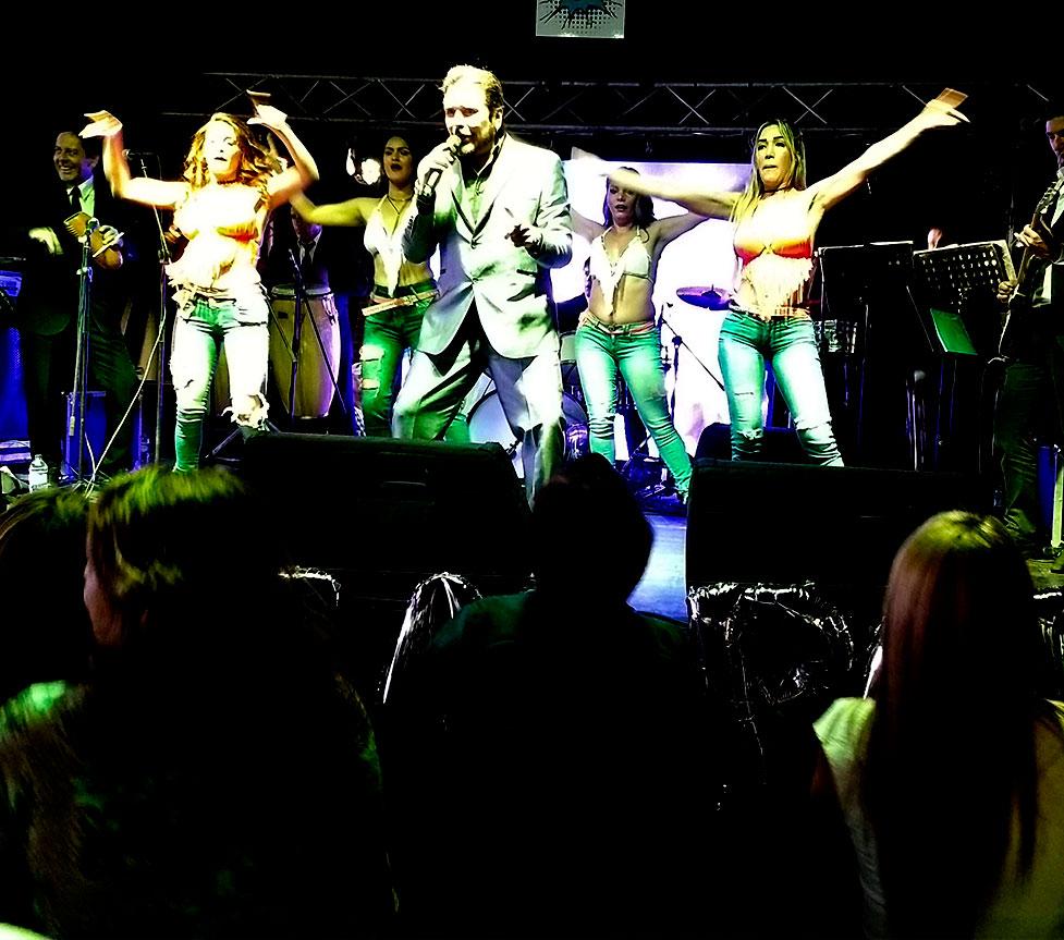 Ivan y Sus Bam Band en Concierto - El Mejor Artista con La Mejor y de Las Más Famosas Orquestas Musicales Tropicales Bailables de Cumbia Colombiana en Bogotá